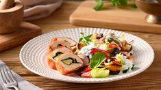 Hľadáte recept ako pripraviť kuracie prsia? Inšpirujte sa receptom Marcela Ihnačáka a pripravte plnené kuracie prsia so špenátom, camembertom a orechami. Prosciutto, Caprese Salad, Bruschetta, Sushi, Meat, Chicken, Cooking, Ethnic Recipes, Food