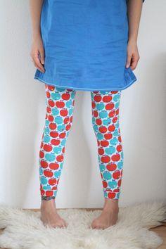 Mit dieser Technik lassen sich Gummizüge als Bündchen von Hosen und Röcken schnell und einfach annähen, z.B. bei (Kinder-)Leggings.