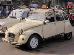 Ente im Einsatz: In Europa ist der Citroën 2CV Kult, auf Madagaskar dient die Ente oftmals als Taxi.