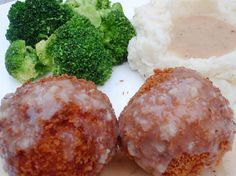 Years ago, there was a restaurant called Howard Johnsons that had some chicken croquettes that hold fond memories for a whole lot of people. This chicken croquettes recipe with step-by-step pics.Would like to try airfryer Turkey Recipes, Beef Recipes, Chicken Recipes, Cooking Recipes, Beef Meals, Copycat Recipes, Recipes Dinner, Yummy Recipes