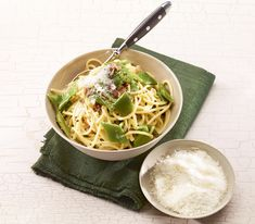 Spaghetti, Ethnic Recipes, Food, Creamy Sauce, Green Beans, Meal, Eten, Meals, Noodle