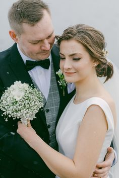 Tamperelainen rento hääkuvaaja tässä hei! Tutustu mun valoisaan ja tunnelmalliseen kuvaustyylin. Rakastan koko hääpäivän dokumentaarista kuvausta, mutta myös hääpotretteja pidemmän kaavan mukaan, rauhassa, mukavasti ja tunteella. Jos pidät mun filmimäisestä kuvaustyylistä, otathan yhteyttä! #hääkuvaaja #häät #finland  #jennituominenphotography Wedding Photography, Lifestyle, Wedding Dresses, Beautiful, Fashion, Bride Dresses, Moda, Bridal Gowns, Fashion Styles