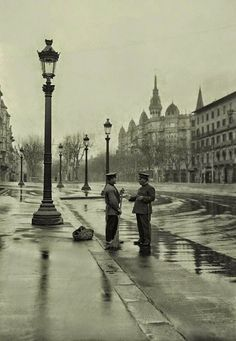 1888 Passeig de Gracia, cantonada Casp.     Al 1882, quan el Passeig de Gràcia era un camí, els ripperts, cobrien el servei de transport...