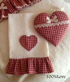 Cute for Valentine's weekend Dish Towels, Tea Towels, Applique Towels, Sewing Crafts, Sewing Projects, Fabric Hearts, Towel Crafts, Decorative Towels, Hot Pads