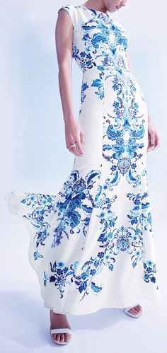This Eliza J mermaid gown is simply stunning.