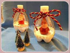 So cute, made with soft drink bottles. Christmas Craft Fair, Frozen Christmas, Noel Christmas, Christmas Balls, Christmas Decorations, Xmas, 1 Advent, Plastic Bottle Crafts, Theme Noel