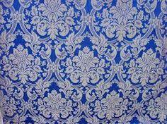 BROCATEL: Variedad del damasco, con urdimbre de seda y trama de algodón, aunque también se pueden emplear en su confección otros materiales, como el lino o el estambre con seda. Lleva dibujos de muchos colores. Se debe limpiar en seco. Popular para confeccionar vestidos en el XIX y en el XX asociado al tapizado de muebles y confección de cortinas.