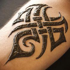 No photo description available. Men Henna Tattoo, Henna Men, Small Henna Tattoos, Tribal Henna, Simple Henna Tattoo, Tattoos For Kids, Henna Designs For Men, Henna Designs Feet, Henna Tattoo Designs