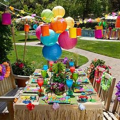 Luau Party Ideas And Inspiration . Summer is finally here and it is time to party! Let the PurpleTrail party team provide you with luau party ideas and Aloha Party, Party Fiesta, Hawaiian Luau Party, Tiki Party, Festa Party, Hawaiian Theme, Hawaiian Birthday, Hawaiian Leis, Moana Birthday