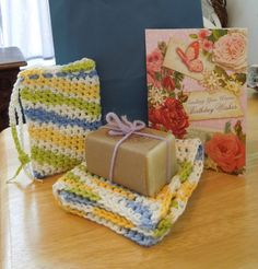 Free Crochet Pattern for a Washcloth and Soap Saver Set! Works up quick and makes a great gift!