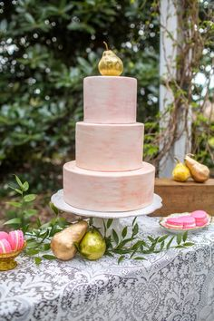 French Country wedding with a gold and hot pink palette | The Frosted Petticoat