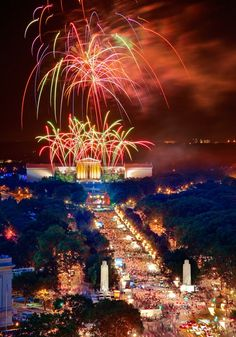 Magnificent show of Philadelphia's 4th of July celebration!
