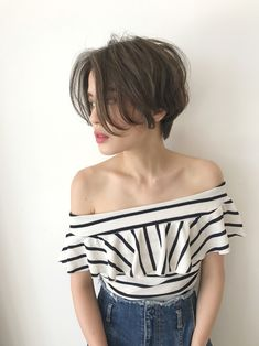 Ready to update your hairstyle for this summer? would you you like a trendy and modern short haircut? Short hair has a lot of benefits for an Girl Short Hair, Short Girls, Short Hair Cuts, Long Pixie Cuts, Short Grunge Hair, Women Pixie Cut, Shaggy Pixie, Shaggy Hair, Tomboy Hairstyles