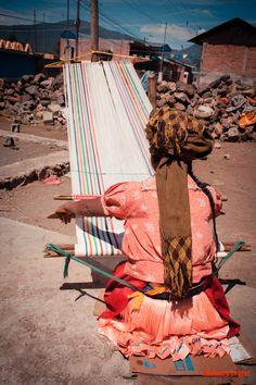 Las reinas Purepechas, tejedoras en Turicuaro, Michoacan, Mexico.  Photography © Florence Leyret