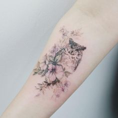 Flower Tattoo by 타투이스트. 타투이스트 꽃 artist works on women's tattoos and works exclusively for women. Continue Reading and for more Flower Tattoo designs → View Website Owl Foot Tattoos, Owl Tattoo Drawings, Body Art Tattoos, Circle Tattoos, Fish Tattoos, Tattoos For Women Flowers, Sleeve Tattoos For Women, Tattoos For Women Small, Tattoos For Guys