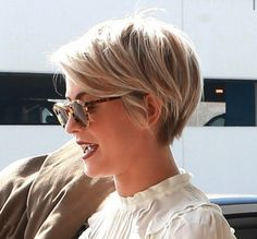 Julianne Hough Long Pixie Hairstyles 2015 - Looking for Hair Extensions to refresh your hair look instantly? KINGHAIR® only focus on premium quality remy clip in hair. Long Pixie Hairstyles, Mom Hairstyles, Short Pixie Haircuts, Pretty Hairstyles, Short Hair Cuts, Short Hair Styles, Short Feminine Haircuts, Hairstyle Ideas, Feminine Short Hair
