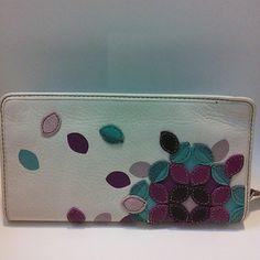 Fossil Hunter Cream Appliqued Floral Wallet Brand new unused Fossil wallet. Fossil Bags Wallets