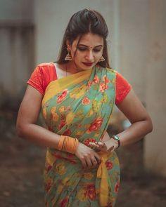 Beautiful Girl Indian, Most Beautiful Indian Actress, Beautiful Girl Image, Beautiful Saree, Beautiful Dresses, Beautiful Women, Indian Photoshoot, Saree Photoshoot, Beauty Full Girl