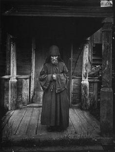 Благовещенский Керженский единоверческий мужской монастырь. Монах-схимник. 1897 г. Негатив 18х24 см Поволжье 1894-1904