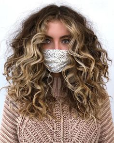 Curly Hair Types, Colored Curly Hair, Haircuts For Curly Hair, Style Curly Hair, Wavy Hair, Blonde Curly Hair Natural, Medium Curly Haircuts, Long Natural Curls, Layered Curly Hair