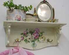 The 3 Pieces of Furniture Essential for a Shabby Chic Bedroom – We Shabby Chic Romantic Shabby Chic, Cottage Shabby Chic, Shabby Chic Mode, Style Shabby Chic, Shabby Chic Decor, Shabby Bedroom, Shabby Vintage, Shabby Chic Furniture, Painted Furniture