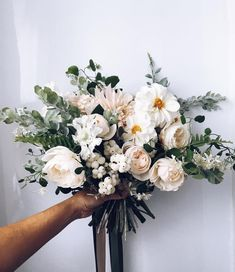 Wedding Flower Arrangements Whites and cremes floral bouquet Bridal Flowers, Beautiful Flowers, Fall Flowers, Green Flowers, Bridesmaid Bouquet, Wedding Bouquets, Wedding Dresses, Floral Bouquets, Floral Wreath