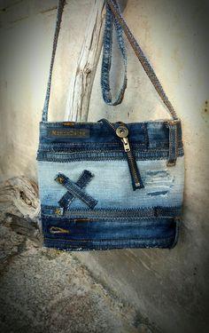 MannaDsign. Väska av kasserade jeans.