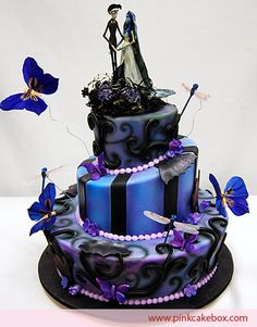 i love the colors and the style of this Halloween wedding cake!