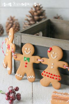 I like this method of stringing better than holes through the chest. Gingerbread Decorations, Christmas Gingerbread, Gingerbread Cookies, Christmas Decorations, Christmas Cakes, Gingerbread Houses, White Christmas, Christmas Time, Xmas