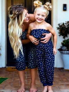 50 Looks: Mãe e Filha! – Hairstyle a… – DIY Geschenke und Hochzeit Mother Daughter Pictures, Mother Daughter Outfits, Mommy And Me Outfits, Mom Daughter, Family Outfits, Kids Outfits, Savannah Soutas, Cole And Savannah, Outfits Madre E Hija