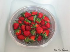 How To Keep #Strawberries #Fresh. Fill up the sink with enough water to just cover the #fruit and add in a cup of white #vinegar. Put the fruit in a colander for easy removal and soak the fruit for five minutes. You don't taste the vinegar, the fruit is cleaned, and you add shelf life to your strawberries! #goodtoknow