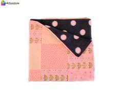 Hallo, ich bin die Babydecke +Mina+! Meine Vorderseite ist in verschiedenen rosa Baumwollstoffen gehalten, wie niedlichen Störchen und Pünktchen. M...