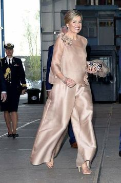 16 April 2018 - Queen Maxima attends premiere of 'The Color Purple Musical' in Amsterdam - blouse and trousers by Natan Couture Fashion, Hijab Fashion, Fashion Dresses, I Dress, Party Dress, Gala Dresses, Mothers Dresses, Groom Dress, Royal Fashion