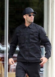 Jason Statham Family, Jason Stathom, Statham Movies, Bald Men Style, Celebridades Fashion, Male Models Poses, Outfits Hombre, Hollywood Men, Hero Movie