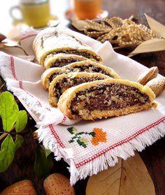Rotolo frolla al cocco con Nutella e mandorle http://blog.giallozafferano.it/graficareincucina/rotolo-frolla-al-cocco-con-nutella-e-mandorle/