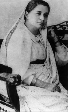 Bhikaji Cama There are several buildings and roads in her name but not many are aware of who she was or what she did. Not only was this Parsi lady from Bombay (now Mumbai) one of the most prominent freedom fighters, she was also an iconic figure for gender equality. She donated almost all her wealth to an orphanage for girls. Bhikaji Cama hoisted the Indian national flag at International Socialist Conference, Stuttgart, Germany, in 1907.