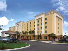 Homestead (FL) Hampton Inn & Suites Miami-South / Homestead United States, North America Hampton Inn & Suites Miami-South / Homestead is conveniently located in the popular Homestead area. Offering a variety of facilities and services, the hotel provides all you need for a good night's sleep. 24-hour room service, facilities for disabled guests, Wi-Fi in public areas, car park, meeting facilities are on the list of things guests can enjoy. Guestrooms are fitted with all the am...