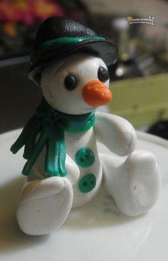 Muñeco de nieve en arcilla polimérica ¡Haz click en la imagen para acceder al tutorial!