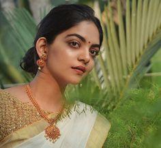 Photograph of  Ahaana Krishna PEACOCK RAKHI WITH KUNDANS, ZARDOZI AND BEADS PHOTO GALLERY  | I.PINIMG.COM  #EDUCRATSWEB 2020-05-12 i.pinimg.com https://i.pinimg.com/736x/de/b2/fc/deb2fc89601b0b55db8e266334b7541f.jpg
