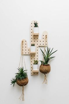 Wood pegboard in shape of cactus made from birchwood in the south west of France (Biarritz) 60 x 30 cm Included 4 wood pegs (1,97 inches / 5 cm) Included 2 long wood pegs (3,55 inches/ 9cm ) 1 hook 2 shelves 2,56 x 3,55 inches / 6,5 x 9 cm The variations are only if you want to add
