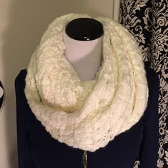 Nine West zig zag infinity scarf in cream! Chunky Zig Zag Knit Infinity Scarf! This is a gorgeous cream colored scarf. It has a small silver Nine West tag attached and full instructions on different ways to wear it. It will go with anything!! Love it! You will too... Nine West Accessories Scarves & Wraps