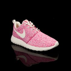 Nike ROSHE RUN WMNS Nike Roshe Run, Nike Sportswear, Athletic Wear,  Minimalist Fashion 8b70dac9e8