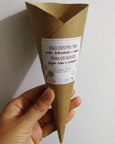 Sorte, felicidade e amor, mas tem que ser com o coração! Nosso cone para uma linda chuva de amor, pode ser com pétalas, arroz, confete, ou com o que tiver mais a cara do casal. No final, o mais importante será sempre o amor, #papelariaartesanal #papelariacriativa #papelaria #papelariadecasamento #wedding #weddingbrasil #noivasbrasil #noivas #convite #casandoemrecife #casamentoemfortaleza #convitedecasamento #convitecriativo
