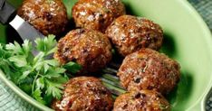 Φτιάξτε το μείγμα αποβραδίς, για να το έχετε έτοιμο αύριο… Υλικά 500 γρ. κιμάς μοσχαρίσιος (κατά προτίμηση από κιλότο) 2 ξερά κρεμμύδια, τριμμένα 3 κουτ. σ