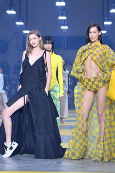 Gigi and Bella Hadid Showed Off Plenty of Skin at the Off-White Runway Show Couture Fashion, Runway Fashion, Fashion Outfits, Curvy Fashion, Fall Fashion, Casual Outfits, Fashion Tips, Fashion Trends, Bella Gigi Hadid