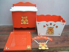 caja portacosmeticos+pañalera+cartel de bienvenida Decoupage, Kit Bebe, Baby Kit, Wood Boxes, Baby Decor, Ideas Para, Toy Chest, Folk Art, Baby Shower