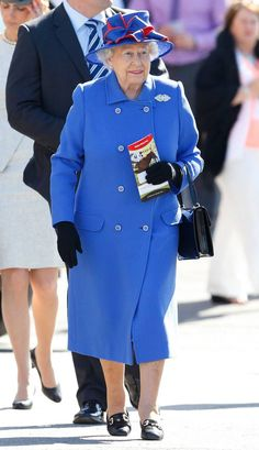 2015 from Queen Elizabeth II's Royal Style Through the Years It's no wonder that this royal blue hue pops on Queen Elizabeth, who attended festivities at the Newbury Racecourse on April Royal Uk, Royal Ascot, Commonwealth, Windsor, Her Majesty The Queen, British Royal Families, Queen Of England, Princess Anne, Elisabeth