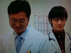 In this pic Taemin's a doctor? He's DoctorTae!:) or DocTae:) or TaeDoc......nah DocTae:)