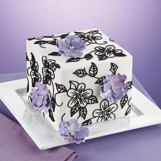love the black flowers *butter cream piped with tip #2*