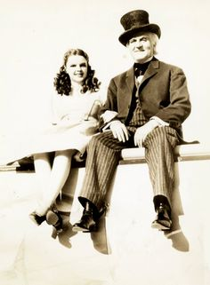 The Wizard of Oz - Publicity shot of Dorothy and Professor Marvel
